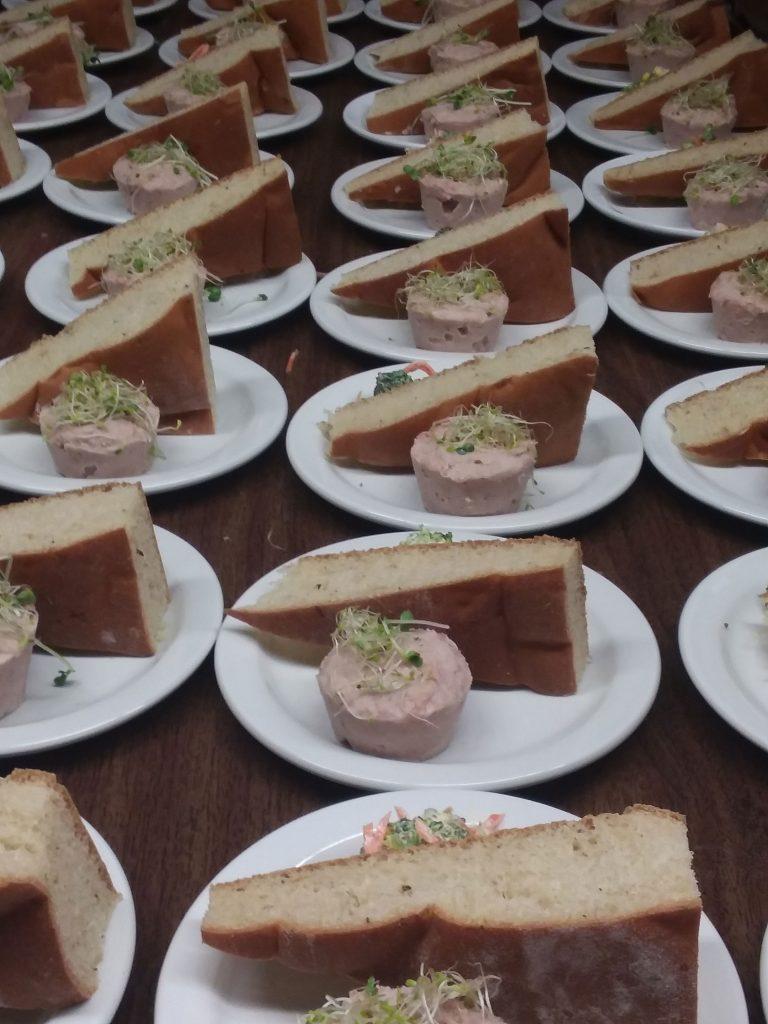Rillettes d'oie du Québec avec fougasse et salade de légumes croquants